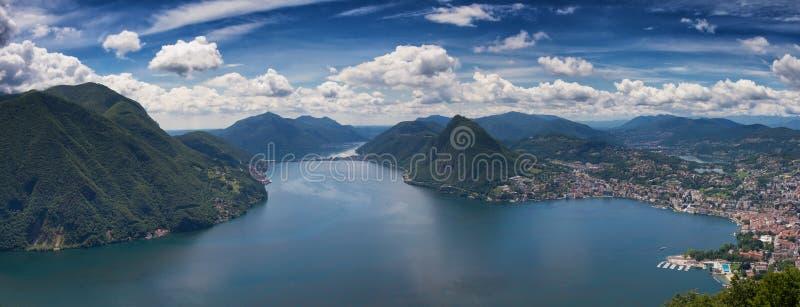 卢加诺湖全景  免版税库存照片