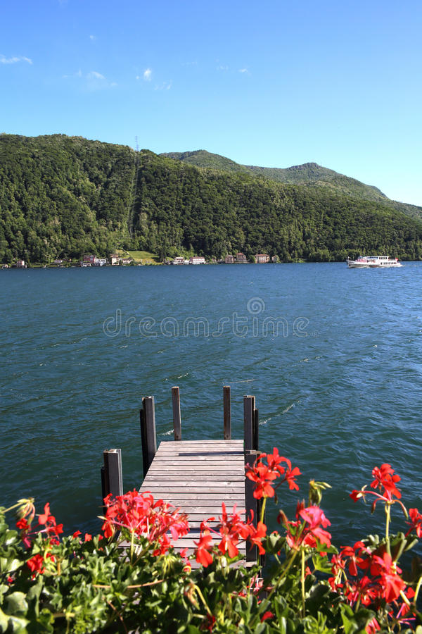 卢加诺湖和码头 库存照片