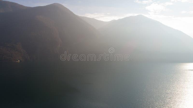 卢加诺湖,雾风景  免版税库存照片