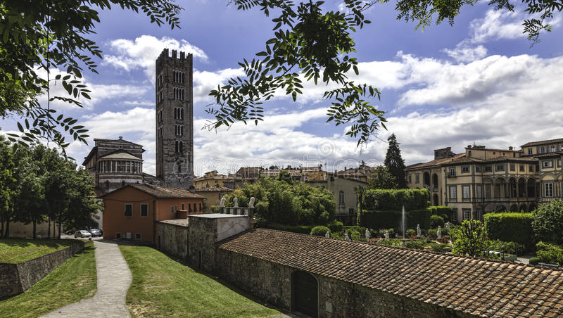 卢卡,托斯卡纳,意大利。街道 免版税图库摄影