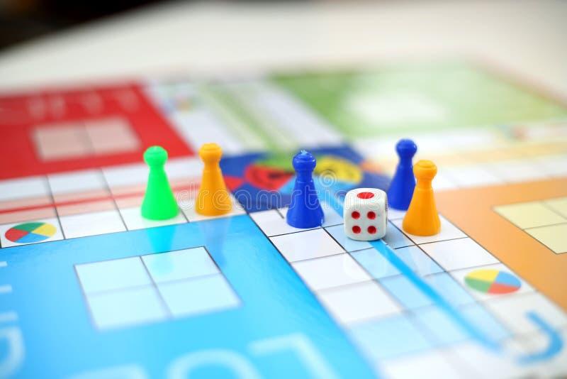卢多委员会家庭比赛 免版税图库摄影