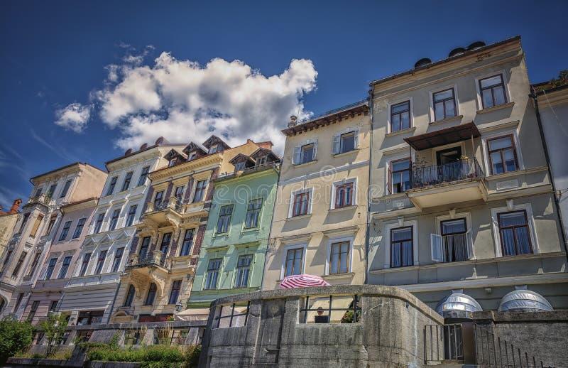 卢布尔雅那,从河卢布尔雅尼察河的斯洛文尼亚看法  免版税库存图片
