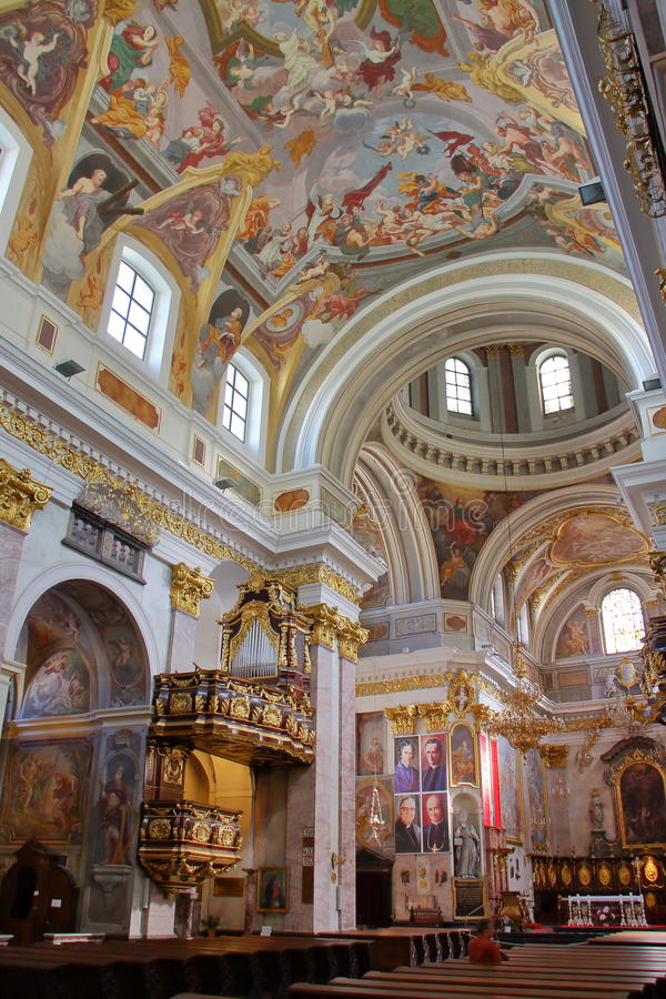 卢布尔雅那,斯洛文尼亚- 2012年9月17日:圣尼古拉斯大教堂内部  免版税库存图片