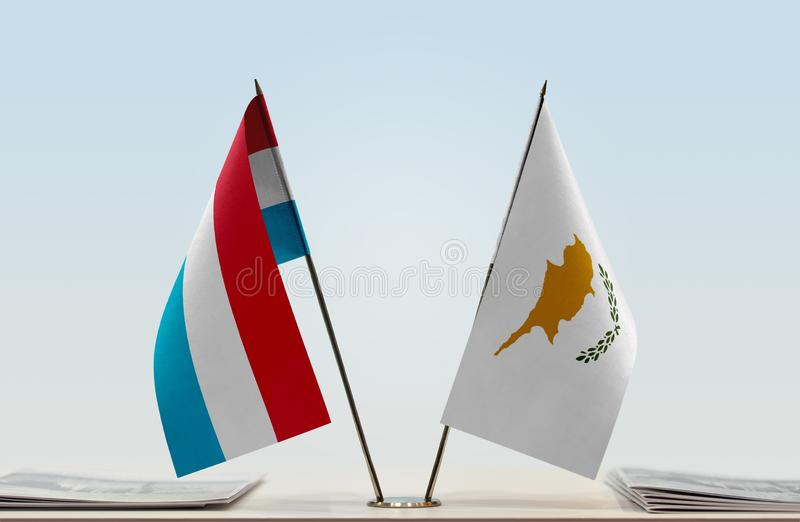 卢森堡和塞浦路斯的旗子 免版税库存图片