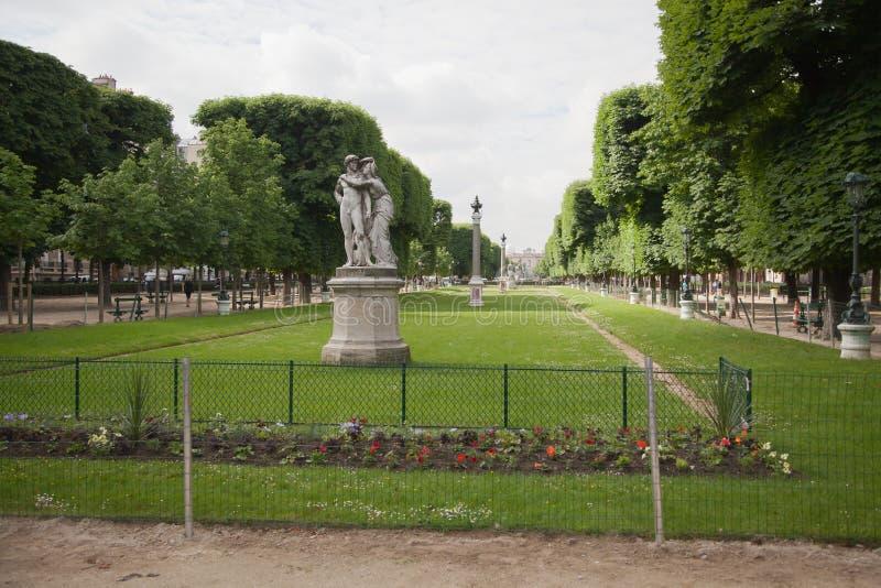 卢森堡在巴黎,法国从事园艺(卢森堡公园) 免版税库存图片