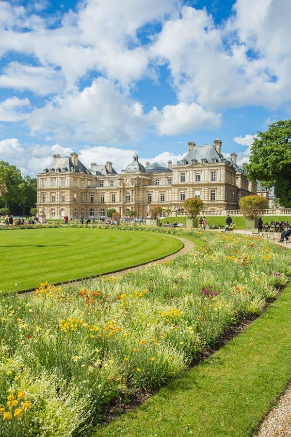 卢森堡在巴黎,法国从事园艺(卢森堡公园) 库存图片