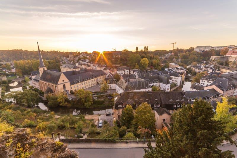 卢森堡地平线的Grund和部分在日出的 库存照片