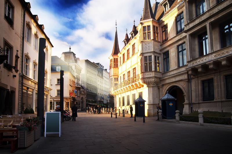 卢森堡市-公爵` s宫殿在一个晴天 免版税库存图片