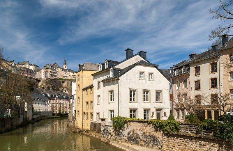卢森堡老市:Grund处所和Alzette河 图库摄影