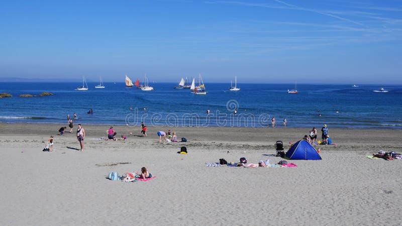 卢港海滩2019年7月5日,卢港Lugger赛船会小船停住海滩 库存照片
