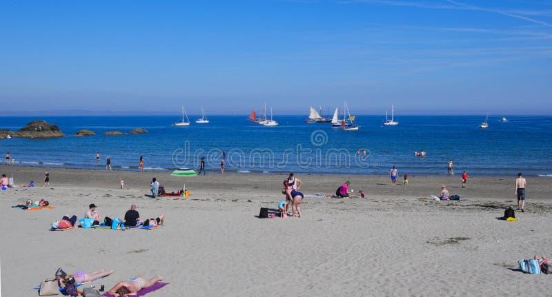 卢港海滩2019年7月5日,卢港Lugger赛船会小船停住海滩 图库摄影