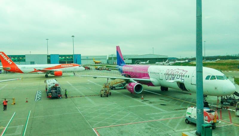 卢顿,英国- 03/20/2019 -在Wizzair行李搭乘的看法 免版税库存图片