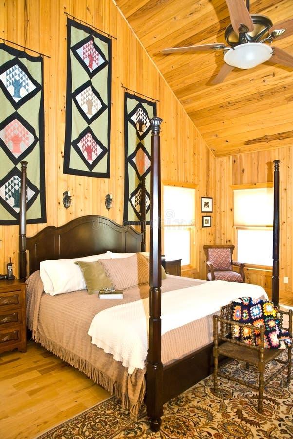卧室内部垂直 免版税库存图片