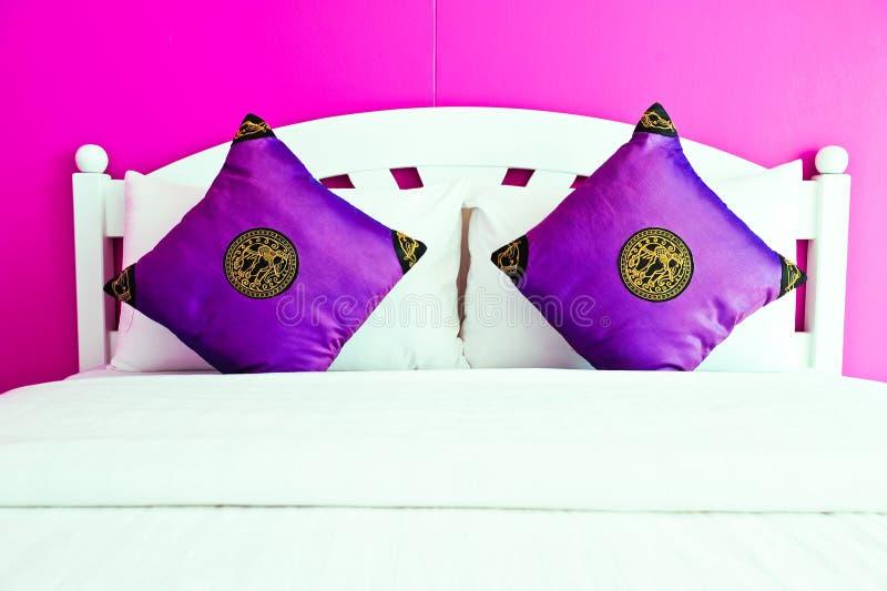 卧室房子现代紫色 库存照片