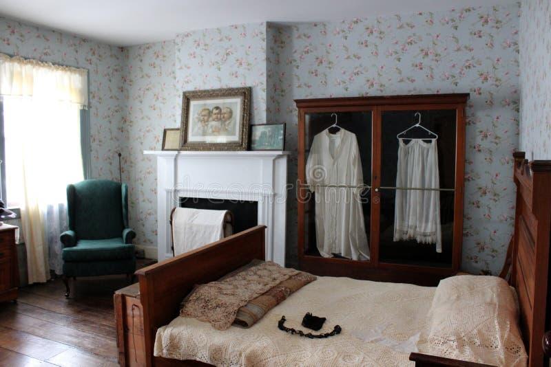 卧室曾经处理伊利运河的买家的店主,老扇叶树头榈,纽约内部射击,2018年 免版税库存照片