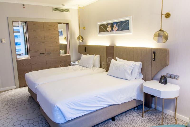 卧室河床二 旅馆卧室的内部 图库摄影