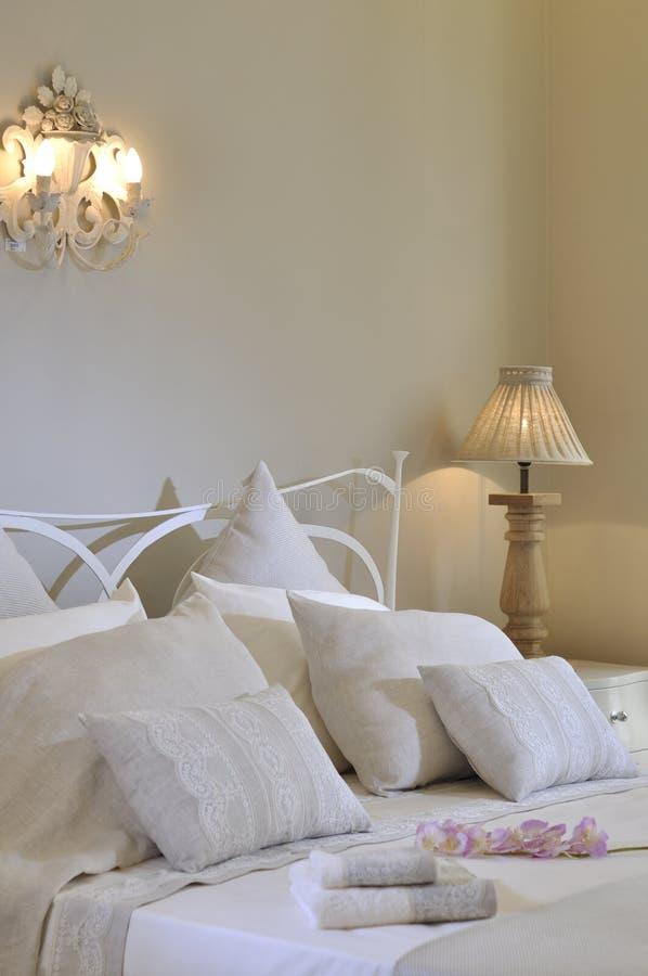 卧室白色 免版税库存照片