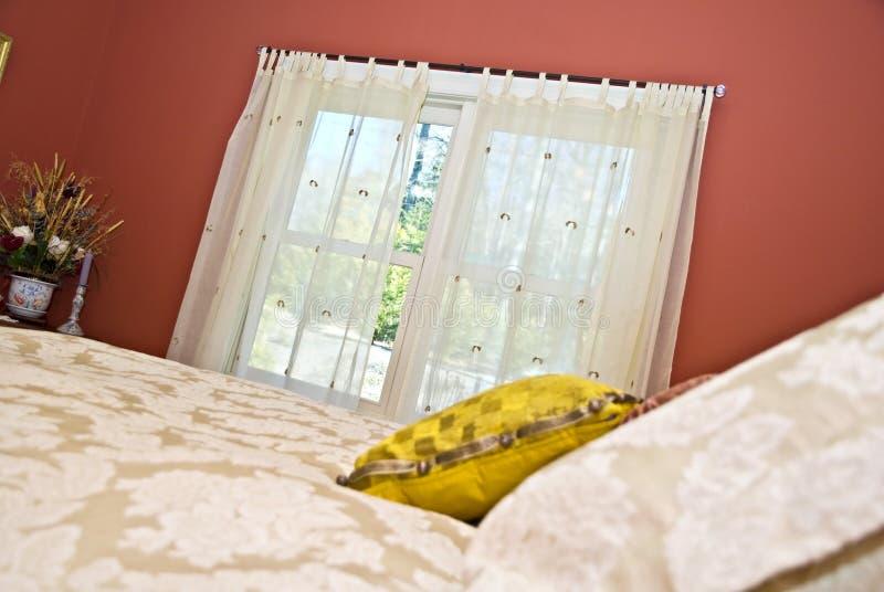 卧室窗帘 库存图片