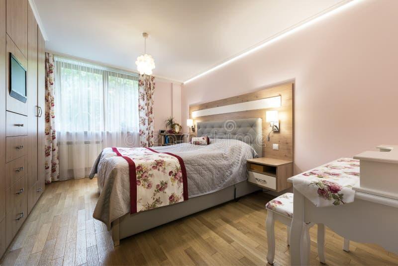 卧室设计内部时髦 免版税库存照片