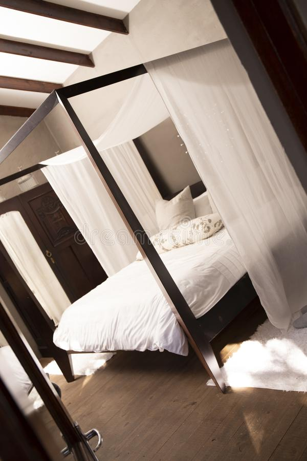 卧室豪华 4个岗位床 库存照片