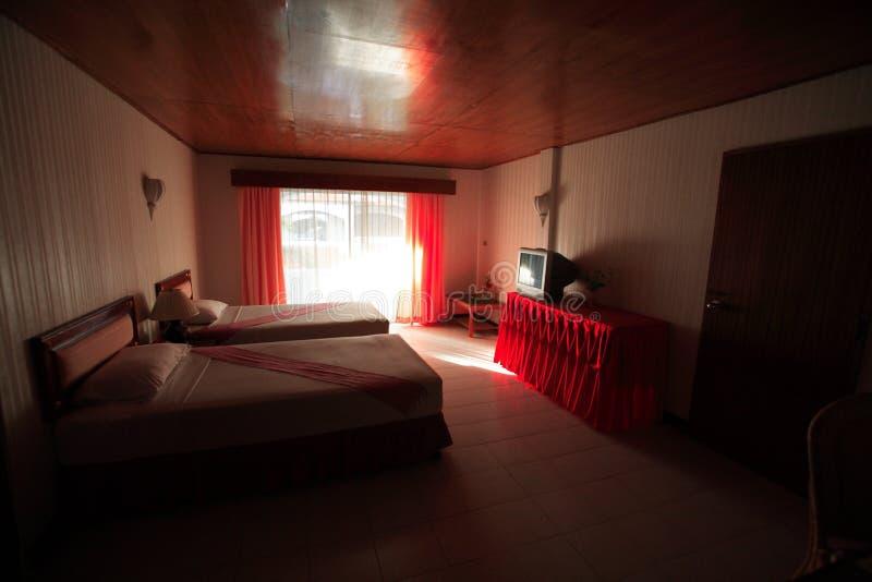 卧室,卧室内部在旅馆,在Asi手段的休息处里  免版税库存图片