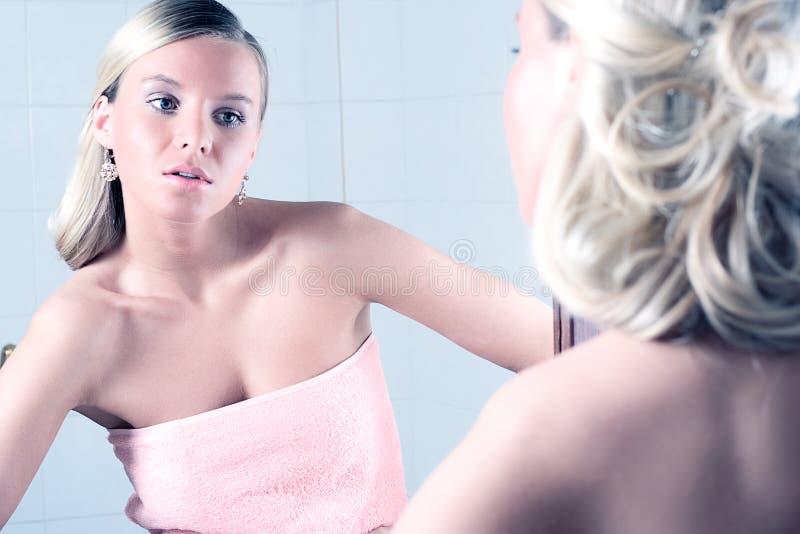 卫生间妇女年轻人 库存图片