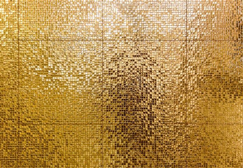 卫生间或toilette tex的豪华金锦砖背景 免版税库存照片