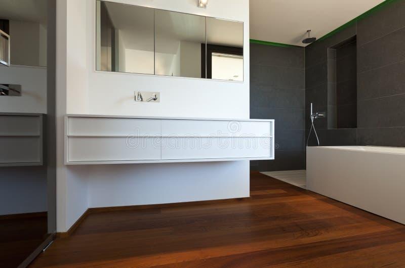 卫生间楼层新的木条地板 免版税库存照片