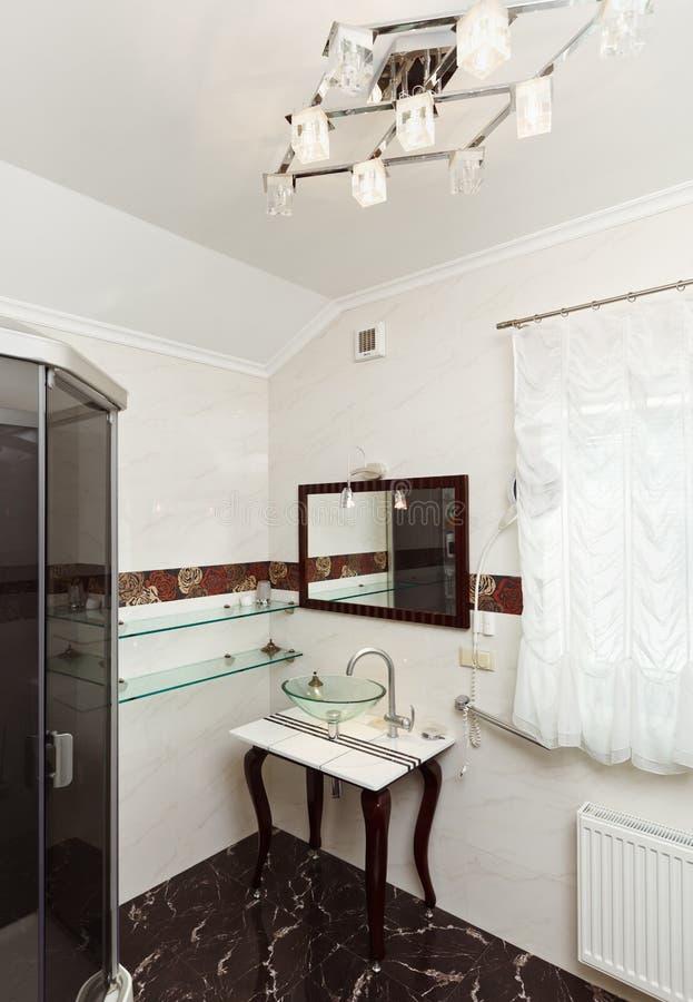 卫生间玻璃内部现代水槽 免版税库存图片