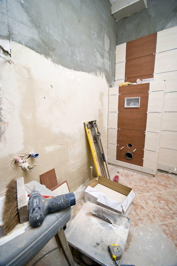 卫生间盖瓦 免版税库存图片