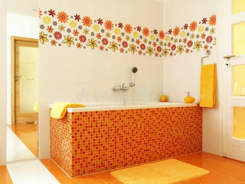 卫生间颜色现代桔子 库存照片