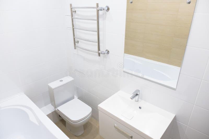 卫生间在一个新的公寓家 库存图片