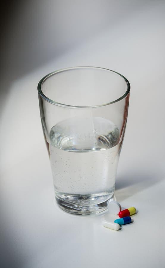卫生间药片水槽水 免版税图库摄影