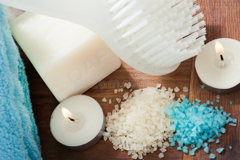 卫生间蓝色白色温泉集合 免版税库存照片
