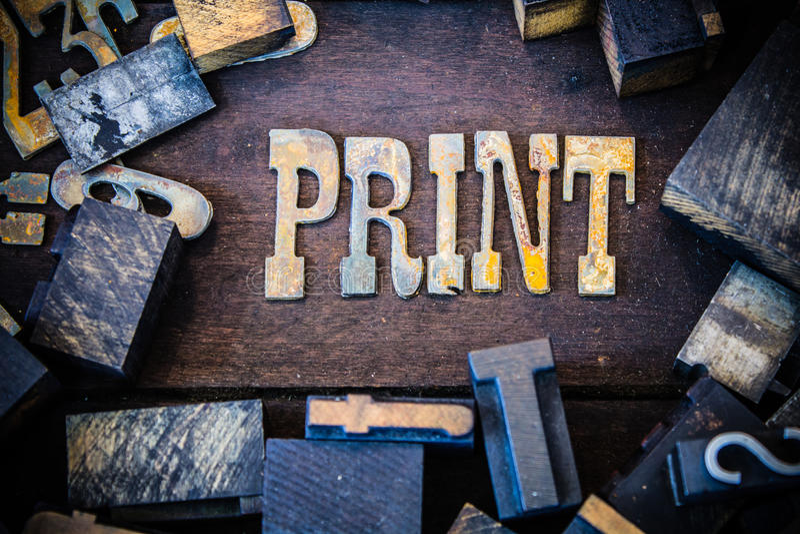 印刷品概念木头和生锈的金属信件 库存照片