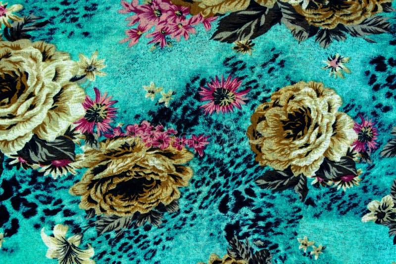 印刷品织品纹理镶边豹子和花 免版税库存图片