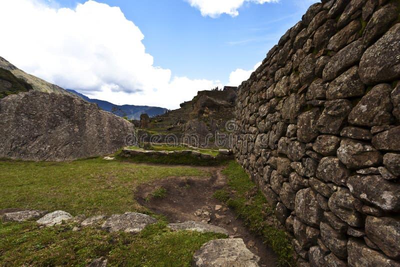印加人墙壁在马丘比丘,秘鲁 免版税库存照片