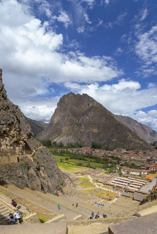 印加人考古学站点,Ollantaytambo,秘鲁看法有太阳寺庙的 免版税库存图片