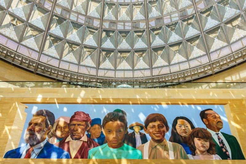 印地安人和拉丁美洲人壁画Patsouras广场的联合驻地的 免版税库存图片