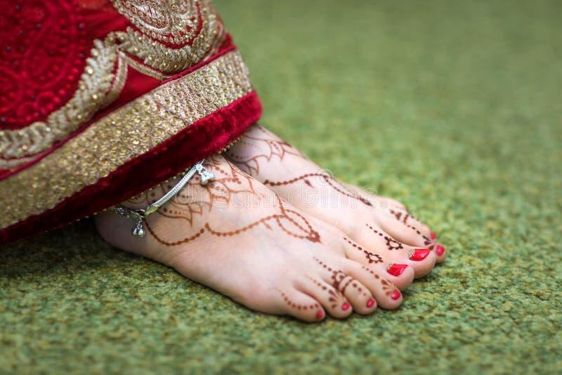 印地安人在脚脚女孩的Mehndi绘画 免版税图库摄影