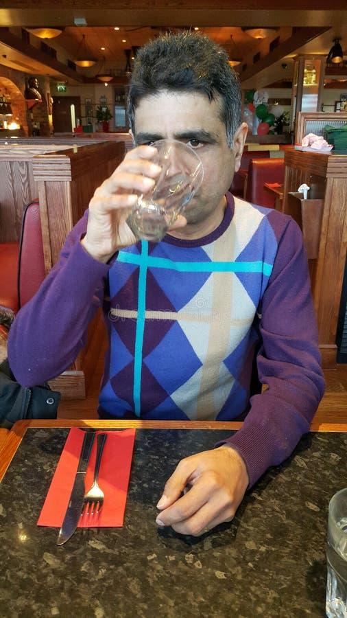 印地安人饮用水 免版税库存图片