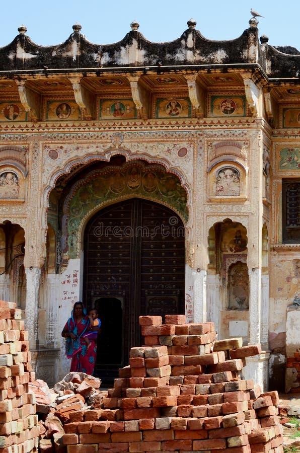 印地安夫人和孩子Manadawa的,印度 免版税库存照片