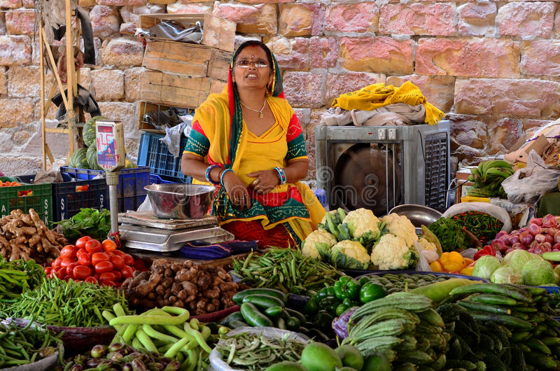 印地安夫人Vegetable Seller, Jaisalmer,印度 库存图片