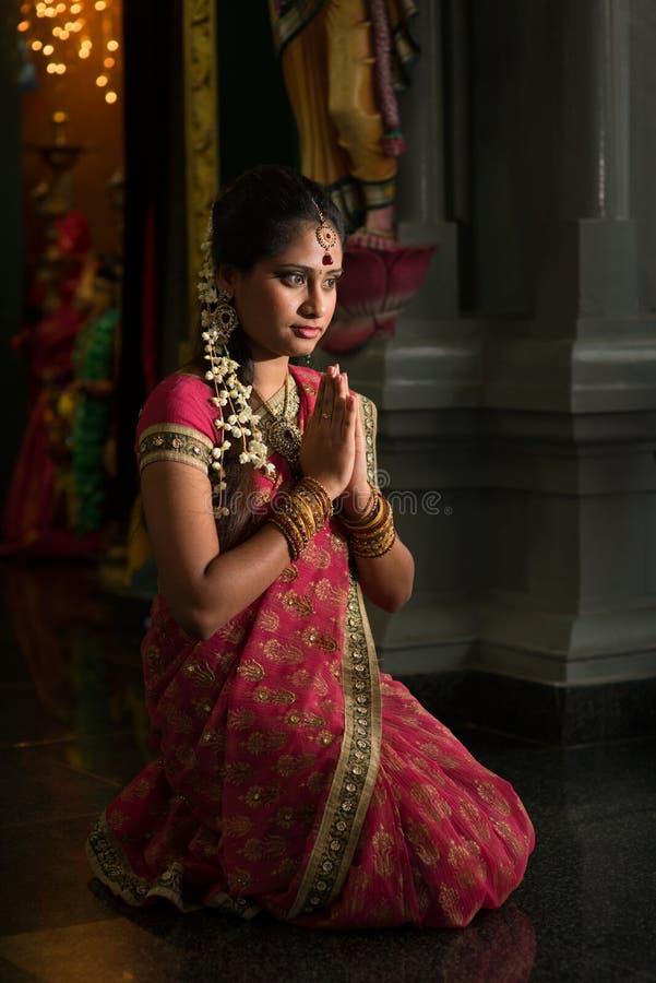 印地安妇女祈祷 库存照片