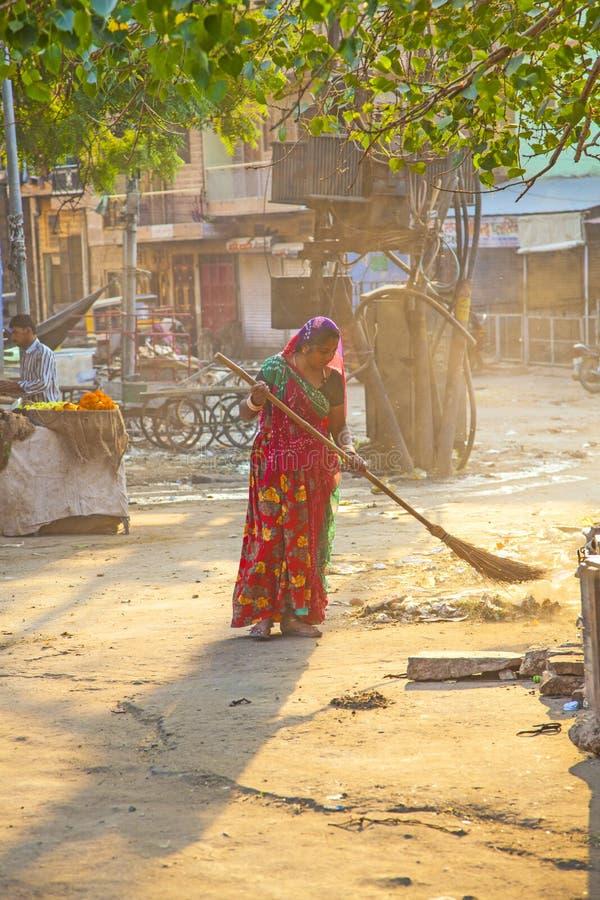 印地安妇女o fthe最低的世袭的社会等级清除市场 免版税图库摄影
