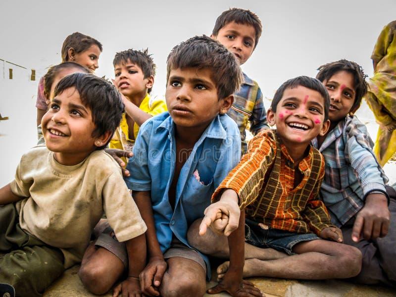 印地安孩子在Jaisalmer沙漠,拉贾斯坦,印度 库存照片