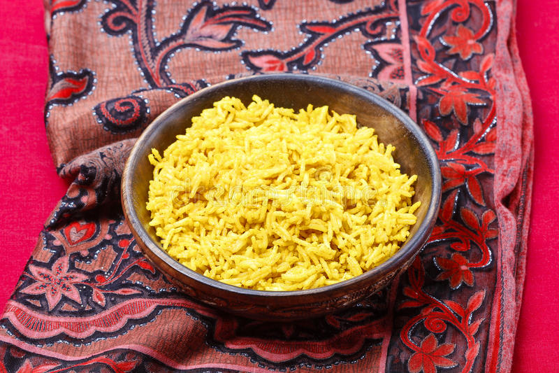 印地安烹调。碗煮沸的米 库存照片