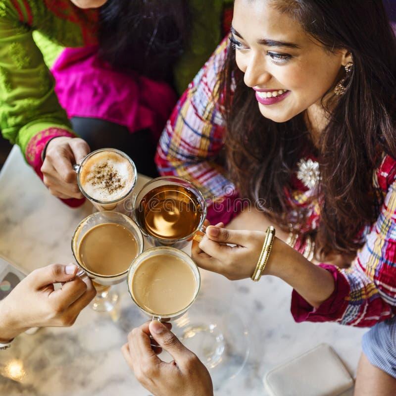 印地安种族饮用的咖啡馆断裂咖啡茶概念 免版税库存图片