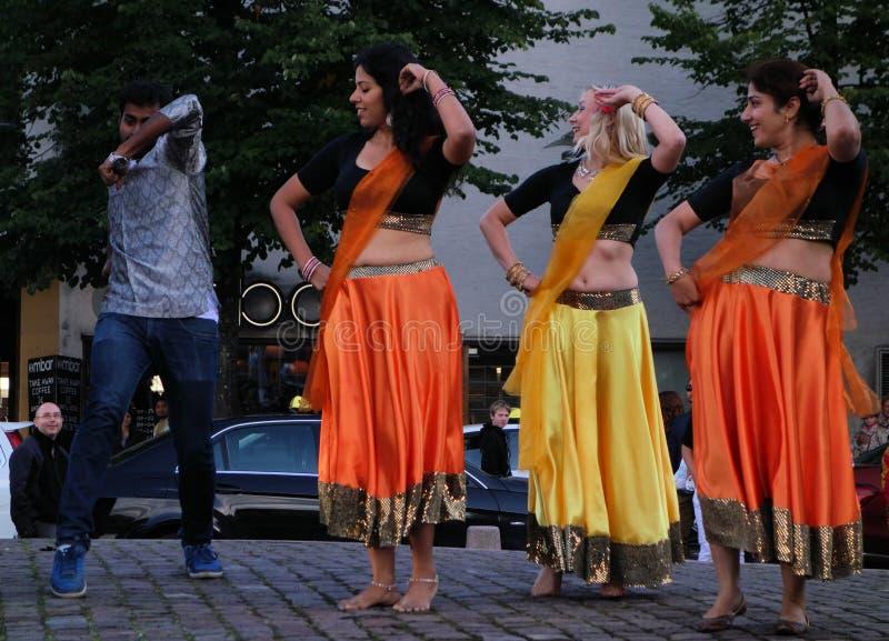 印地安舞蹈和音乐在艺术节的晚上在赫尔辛基,芬兰 库存照片