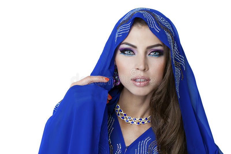 印地安蓝色礼服的年轻俏丽的妇女 库存照片